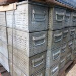 Lochkästen-350x200x175mm-Stapelbehälter-verzinkt-gebraucht-gelocht-3-4mm-Metall-Foto1