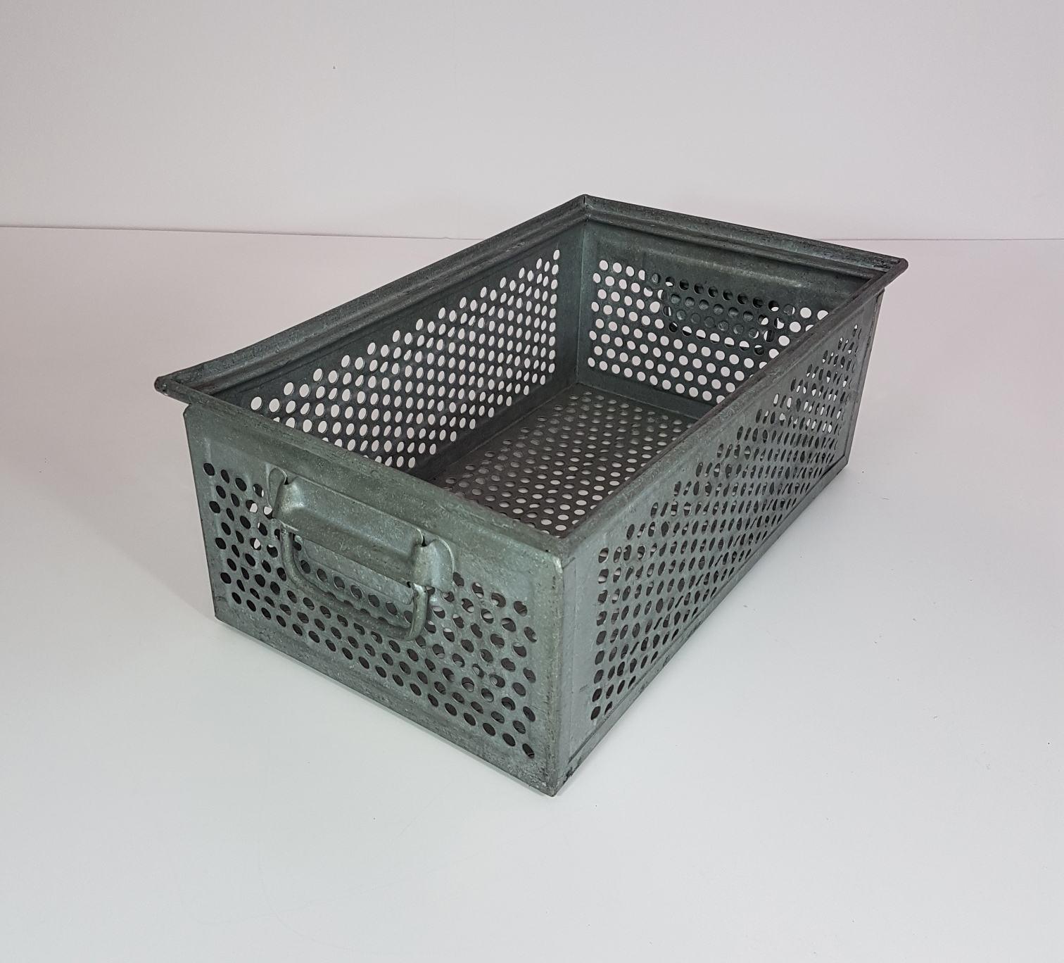 stapelkisten aus metall sch ferkisten typ 14 6 a verzinkt gelocht gebraucht zierhut. Black Bedroom Furniture Sets. Home Design Ideas